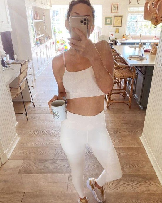 Kate Hudson posted a mirror selfie wearing white sports bra with leggings of the same color.